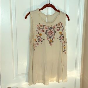 Tops - ♥️Cream Embroidered Tank Top